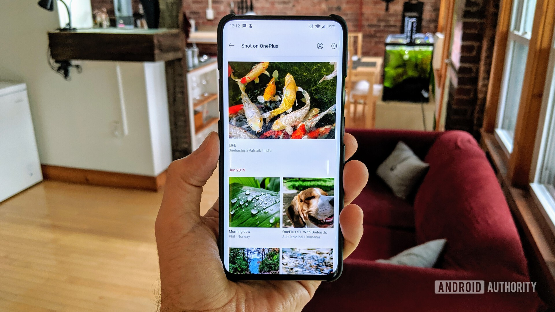 A photo of the OnePlus 7 Pro with the Shot on OnePlus wallpaper app open.