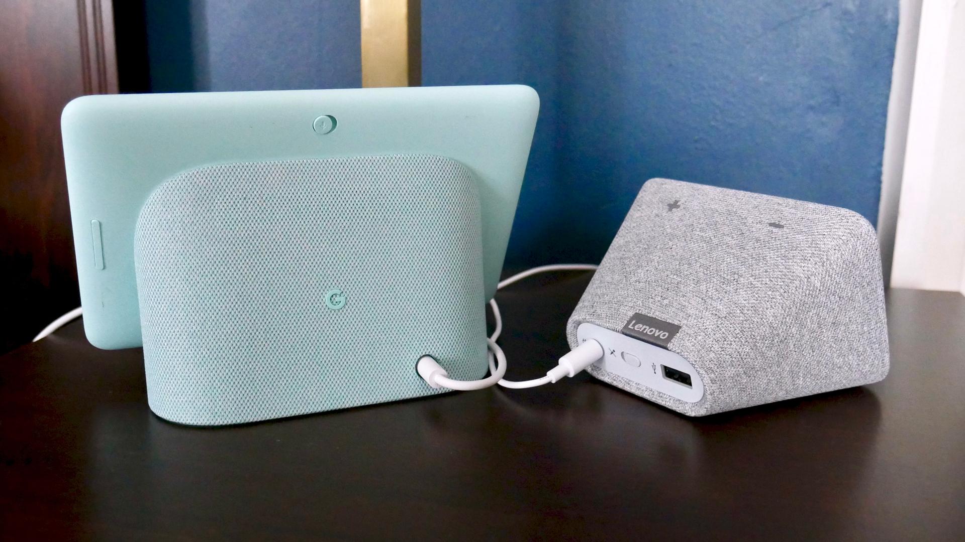 Lenovo Smart Clock vs Google Nest Hub rear