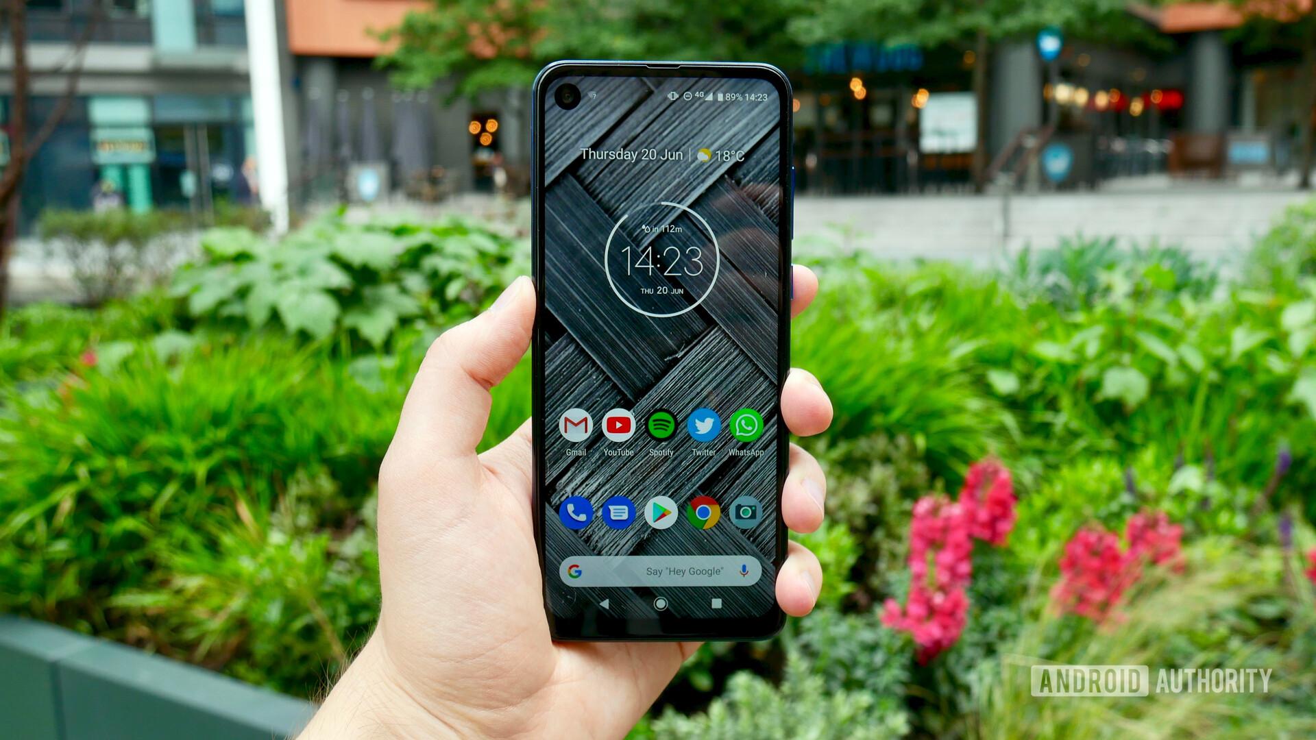 Motorola One Vision in hand