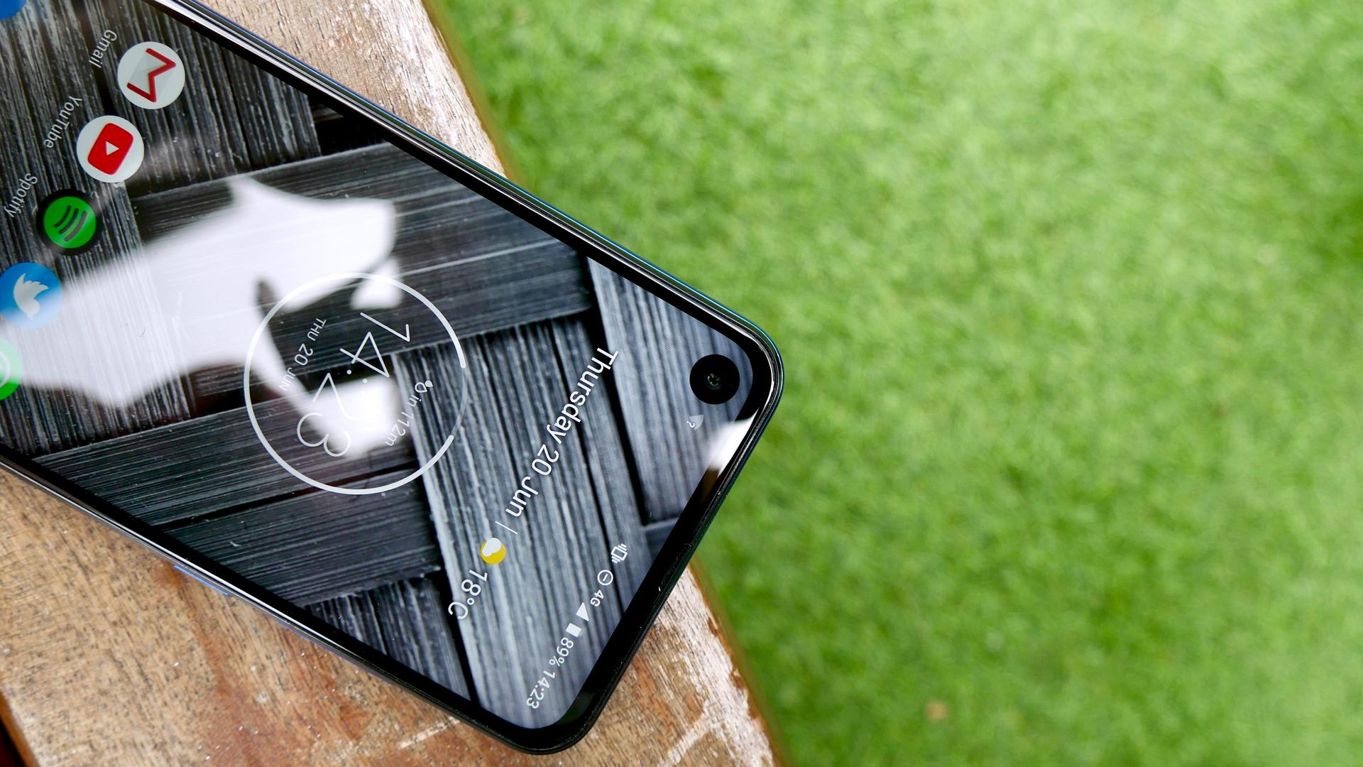 Motorola One Vision punch hole selfie camera