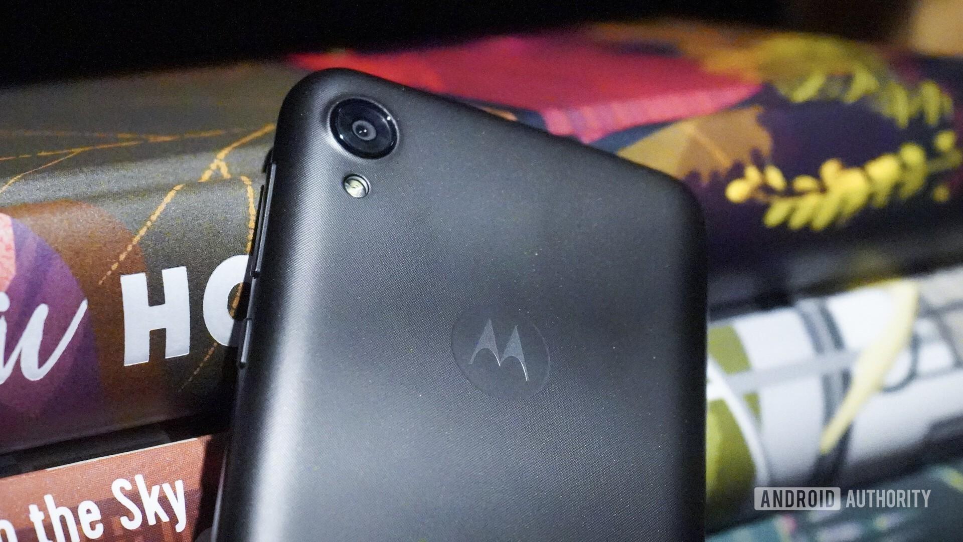 Motorola Moto E6 hands on camera closeup