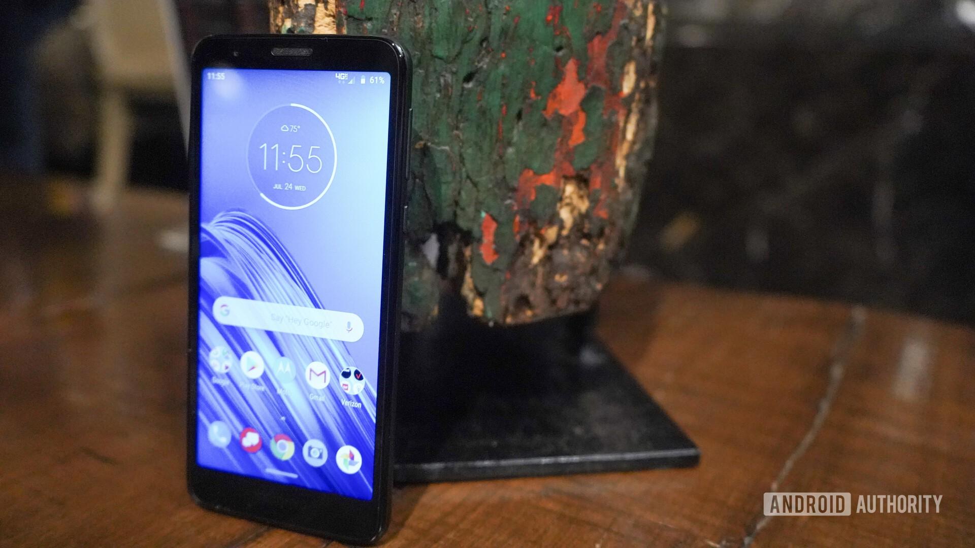 Motorola Moto E6 hands on screen on