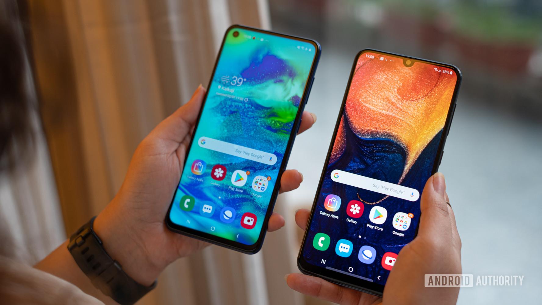 Samsung Galaxy M40 vs Galaxy A50 cameras and notch in hand