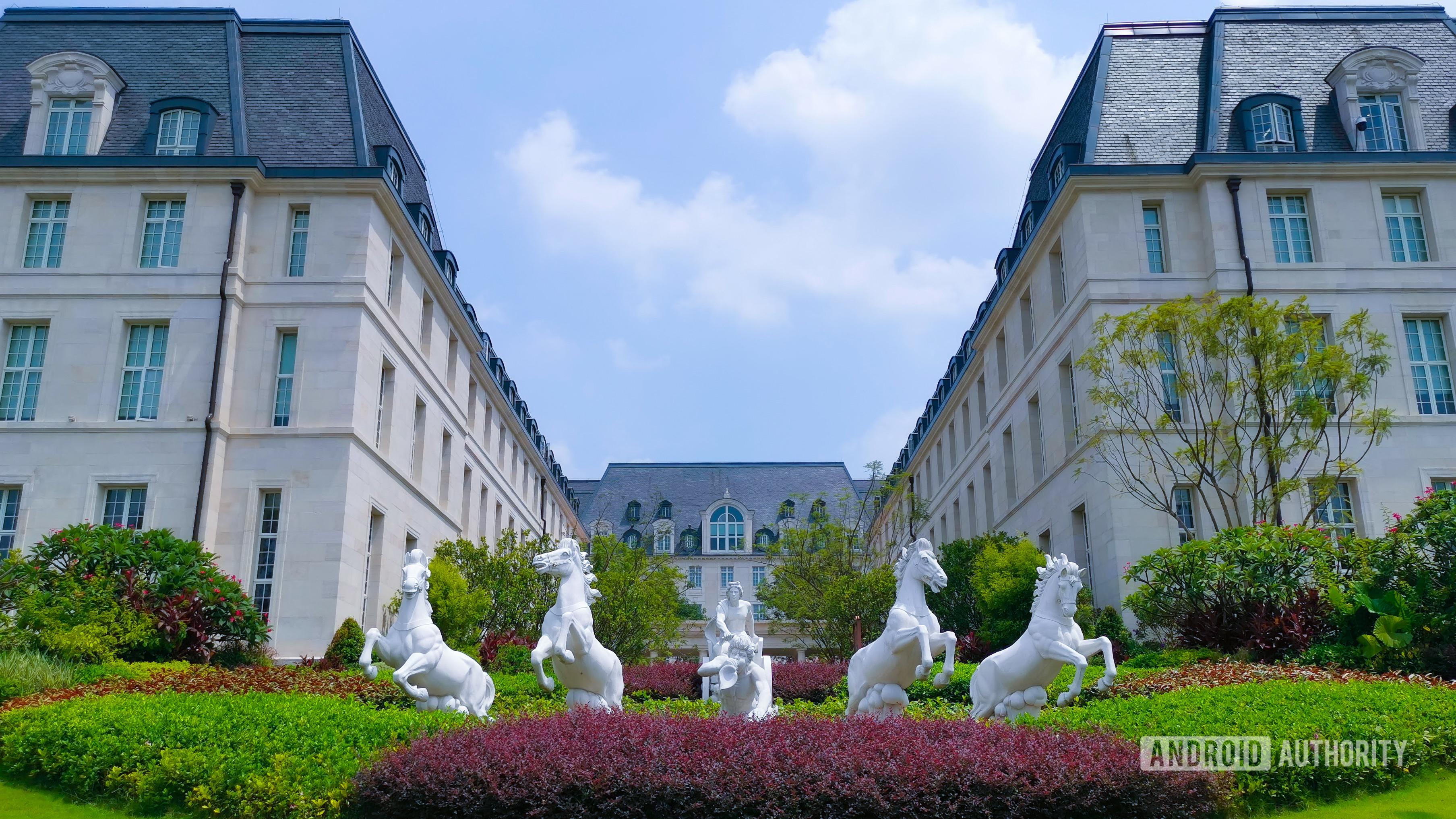 Huawei HQ French horses