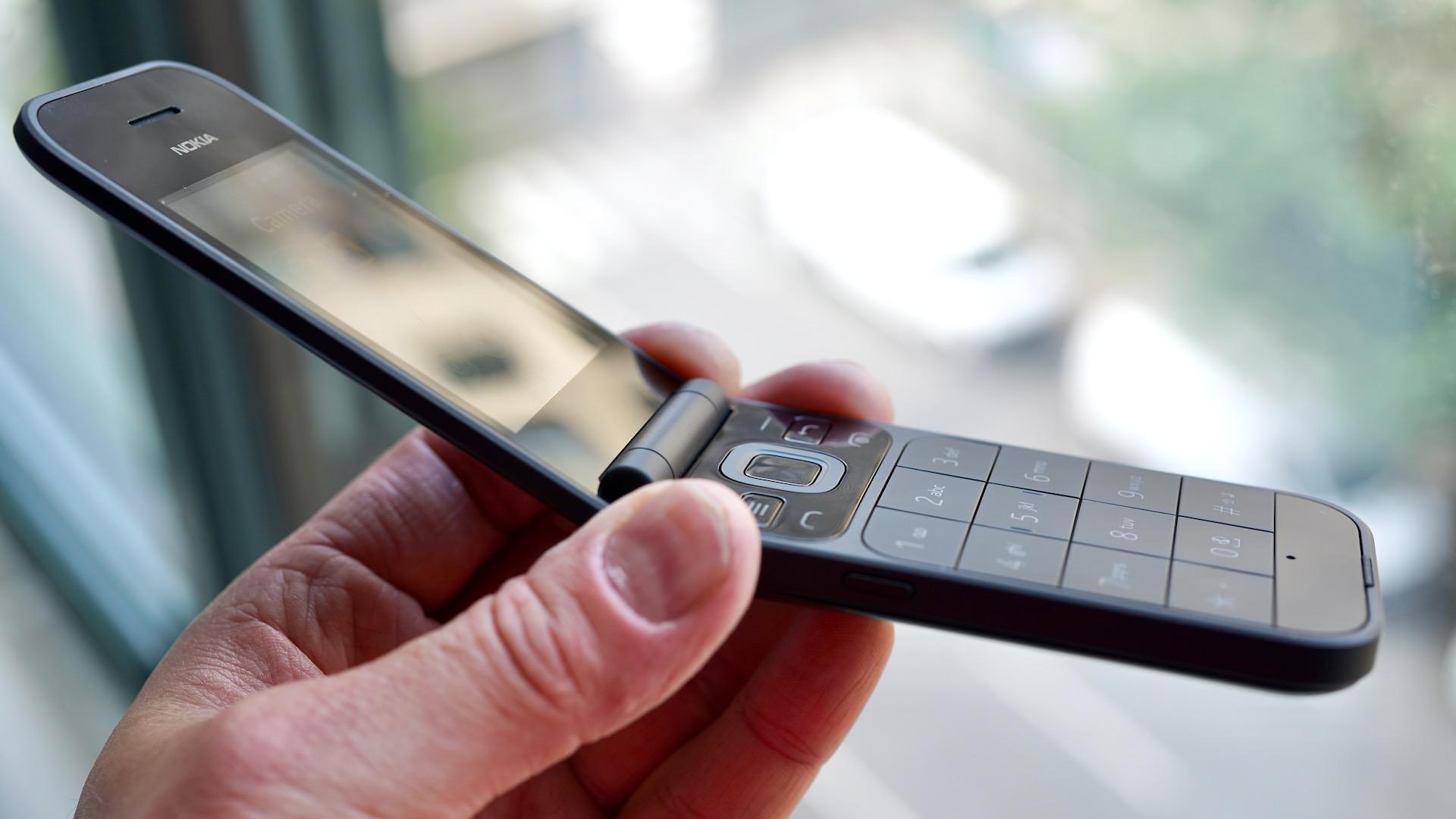 Nokia 2720 profile in hand
