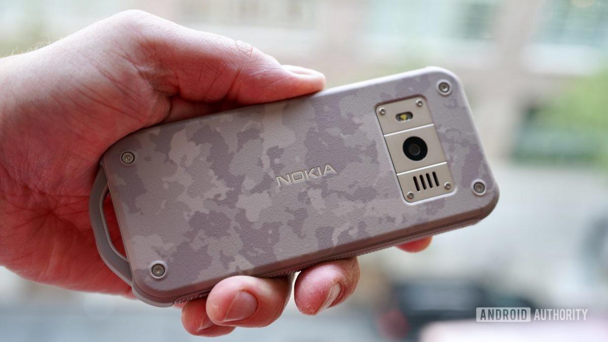Nokia 800 Tough camo rear in hand