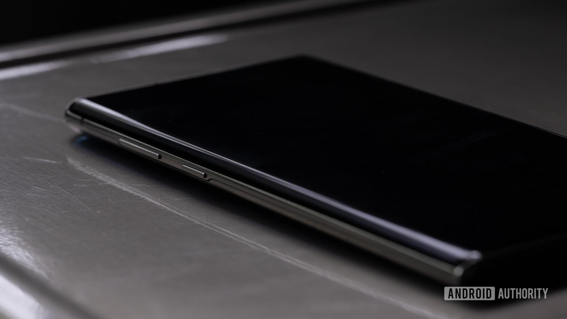 Samsung Galaxy Note 10 Plus side macro