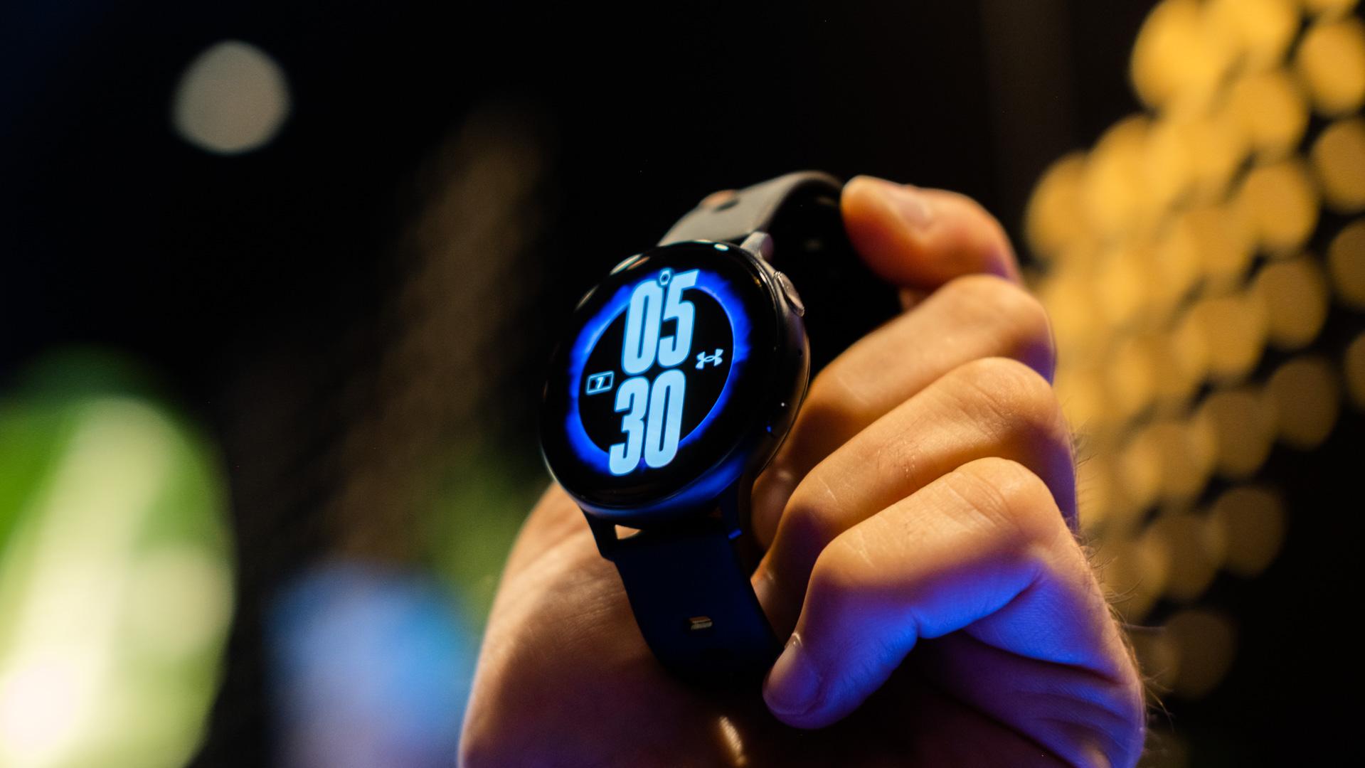 Samsung Galaxy Watch Active 2 in hand 2