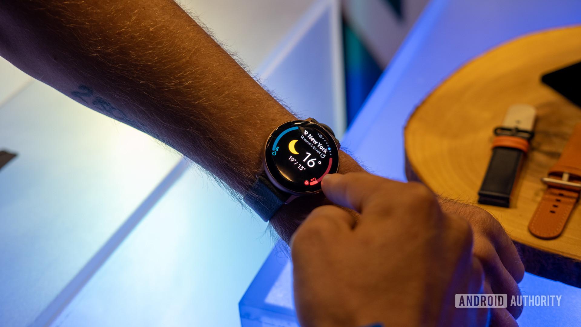 Samsung Galaxy Watch Active 2 on wrist 5