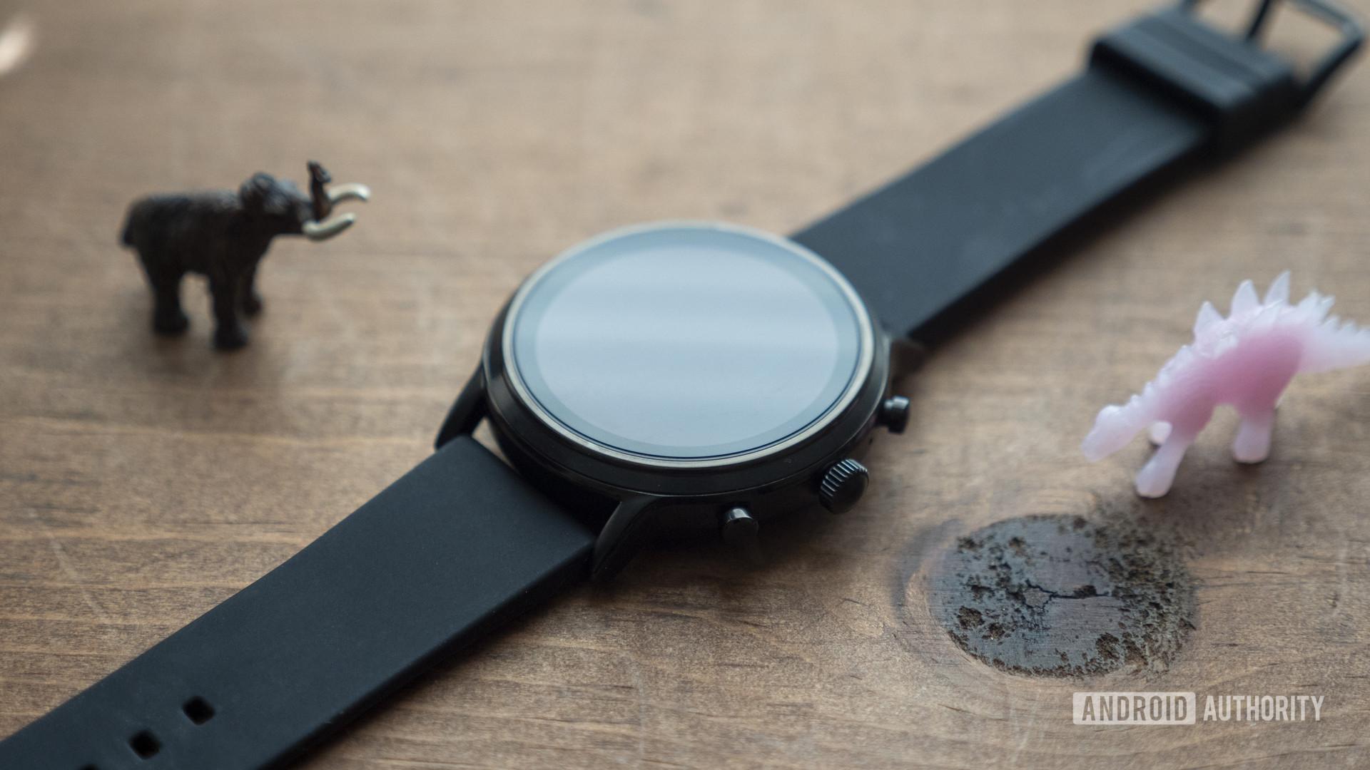 fossil gen 5 smartwatch review design case side bezel