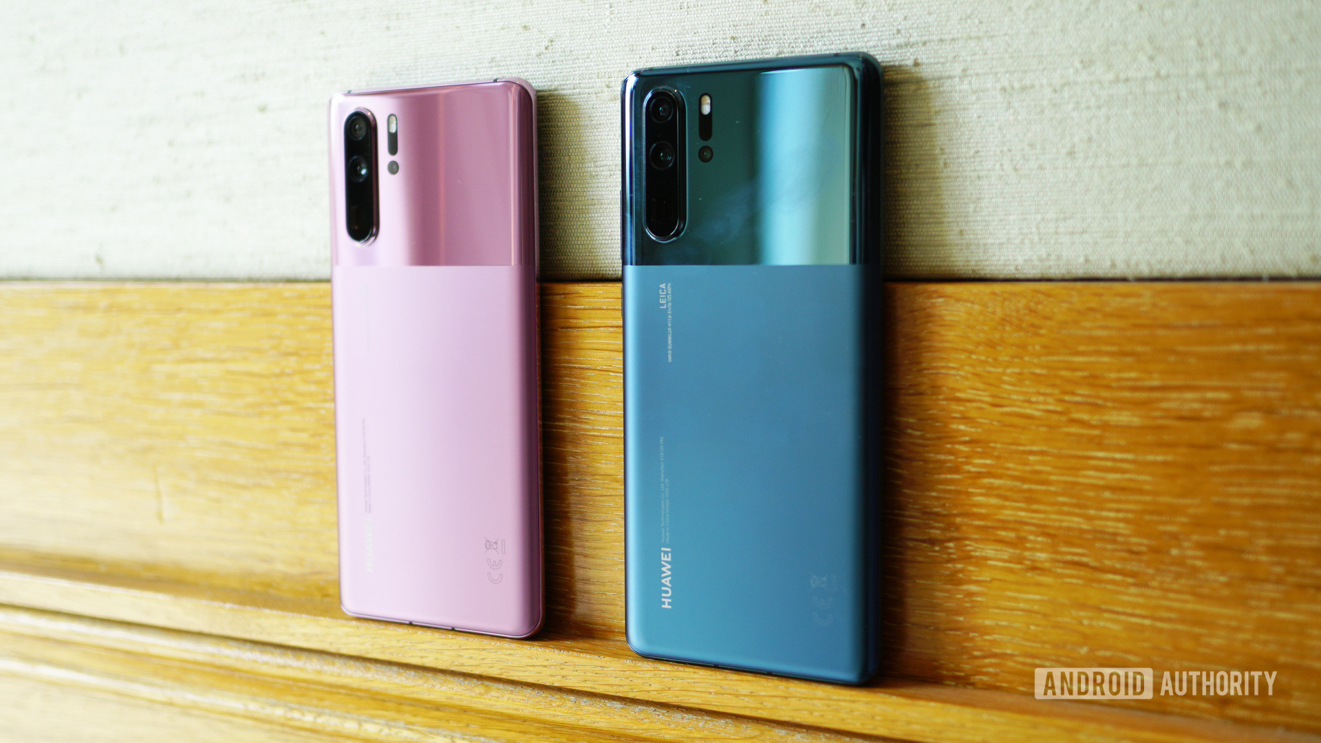 Huawei P30 Pro in misty blue misty lavender side angle