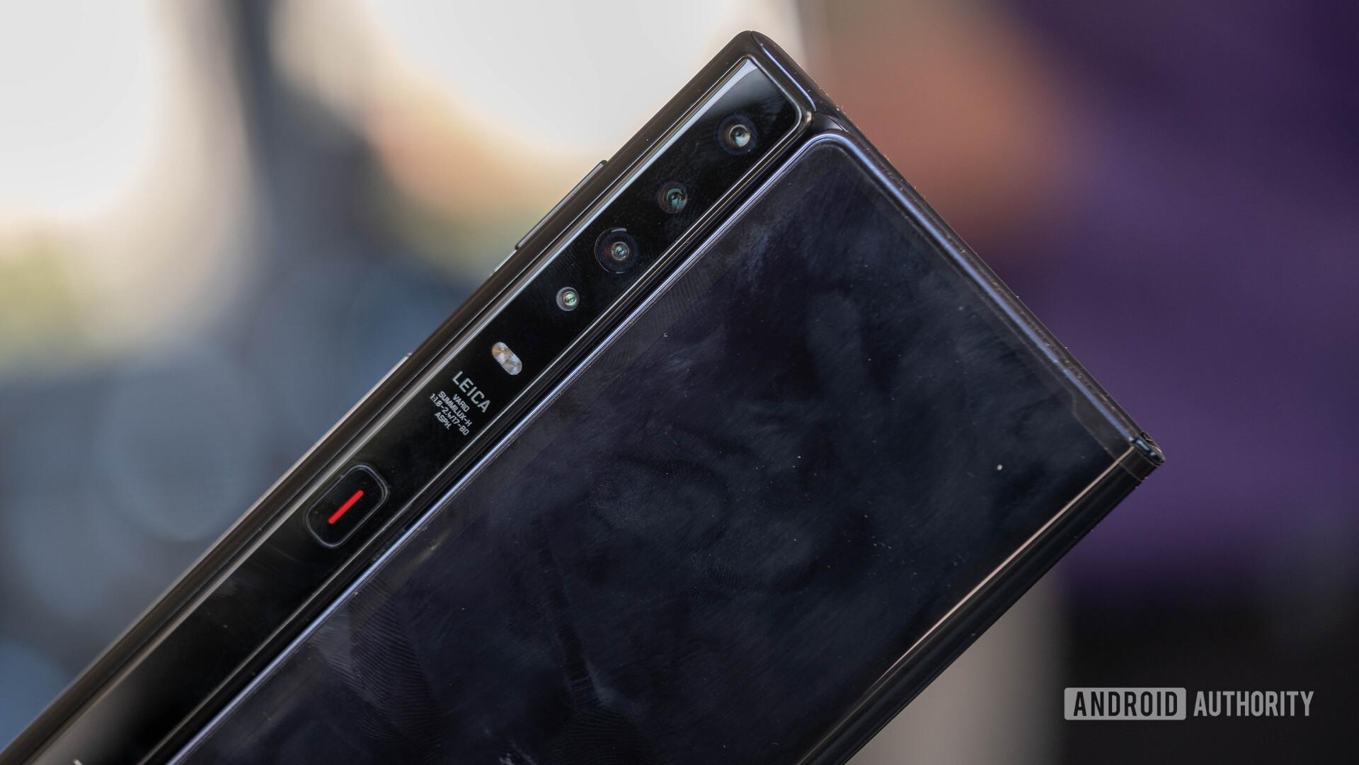 Huwei Mate X folded camera macro 1