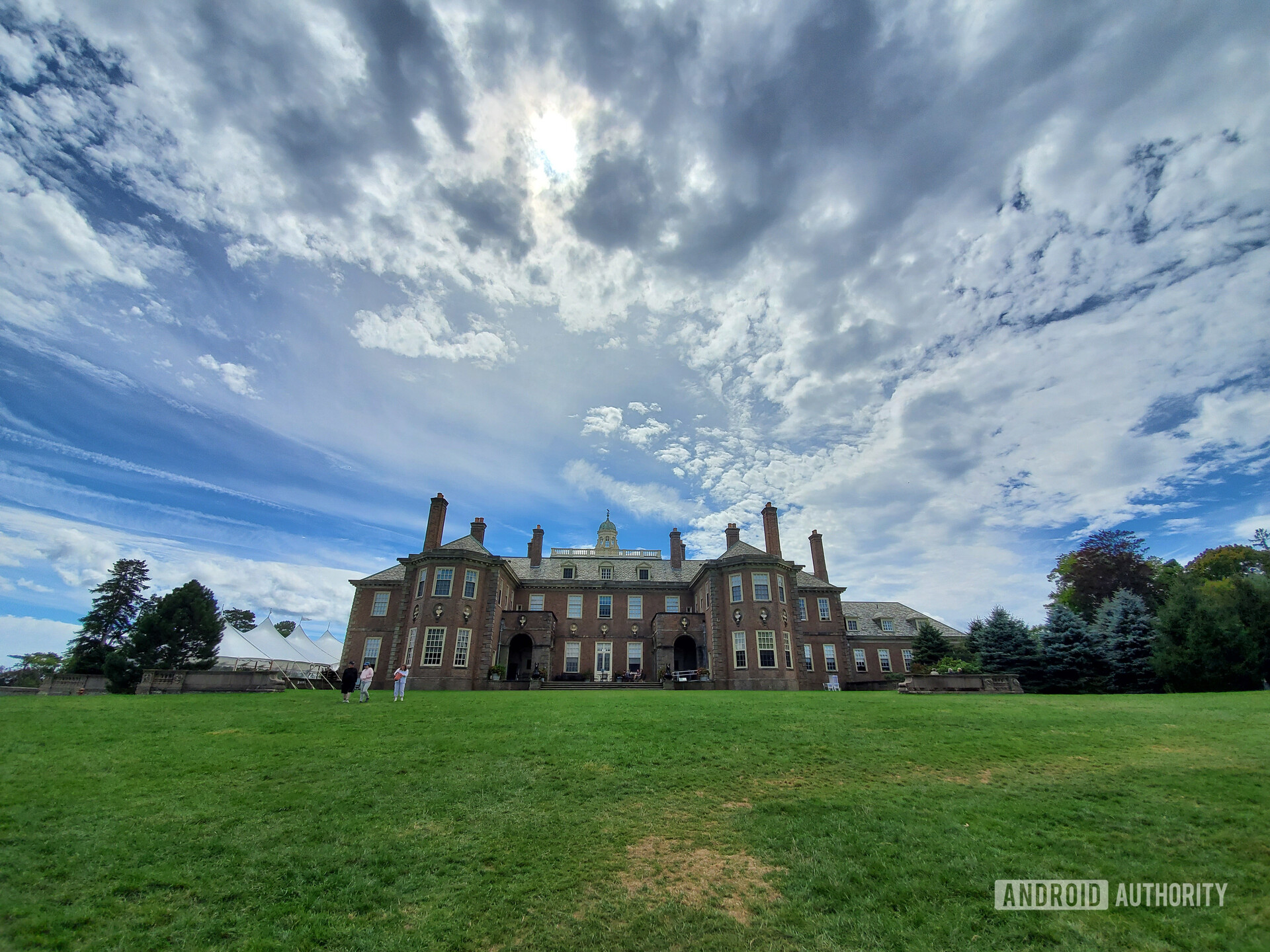 Samsung Galaxy Note 10 Plus camera review landscape castle on hill