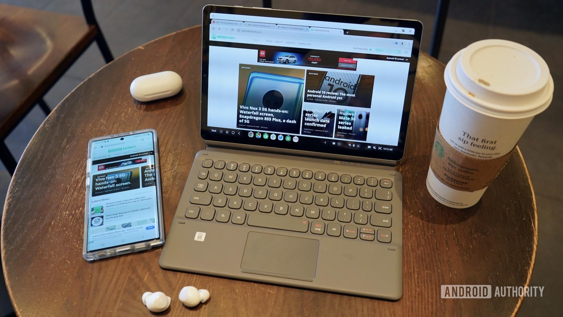 Samsung Galaxy Tab S6 meninjau sudut pandang dari atas