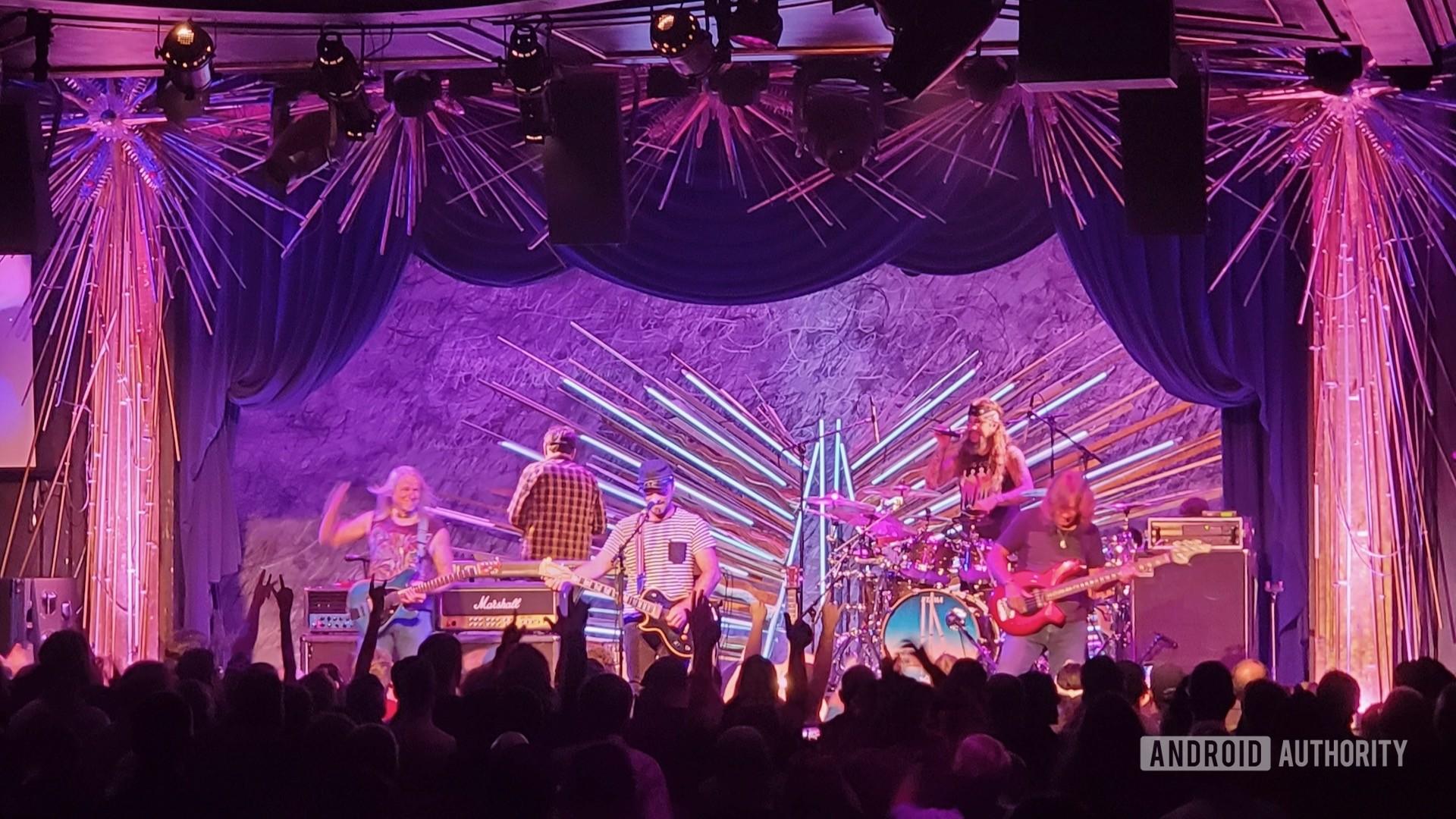 2x optical zoom indoor concert flying colors