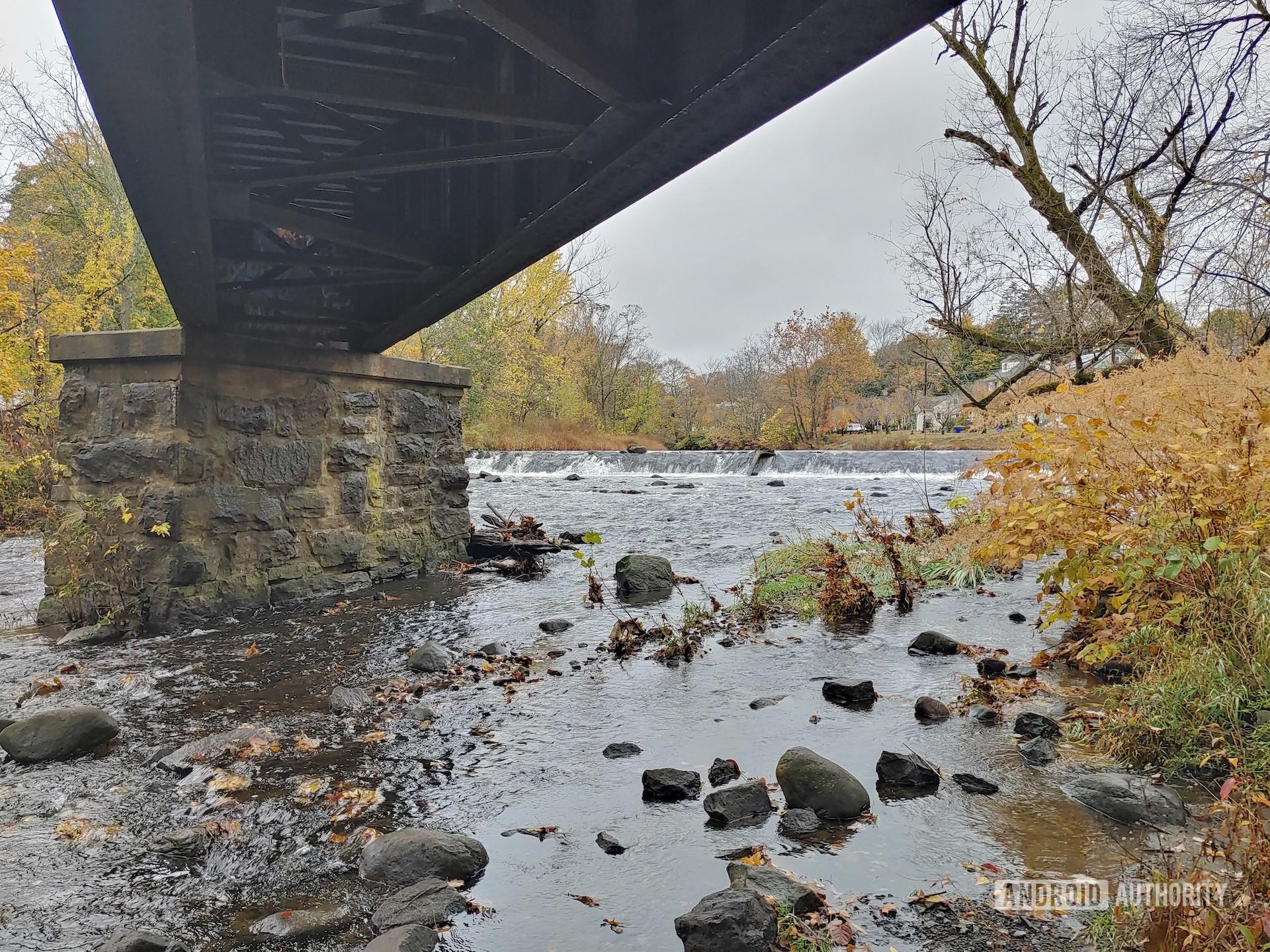 LG G8X ThinQ Review photo sample under the bridge