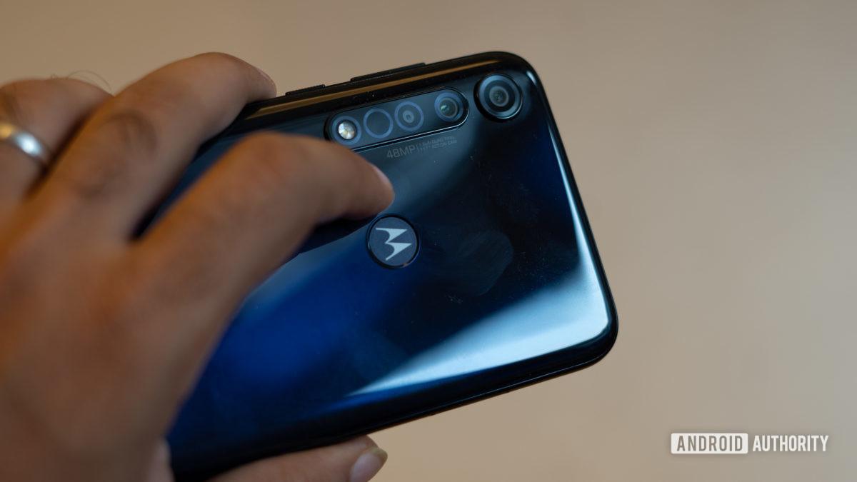 Moto G8 Plus camera module and fingerprints