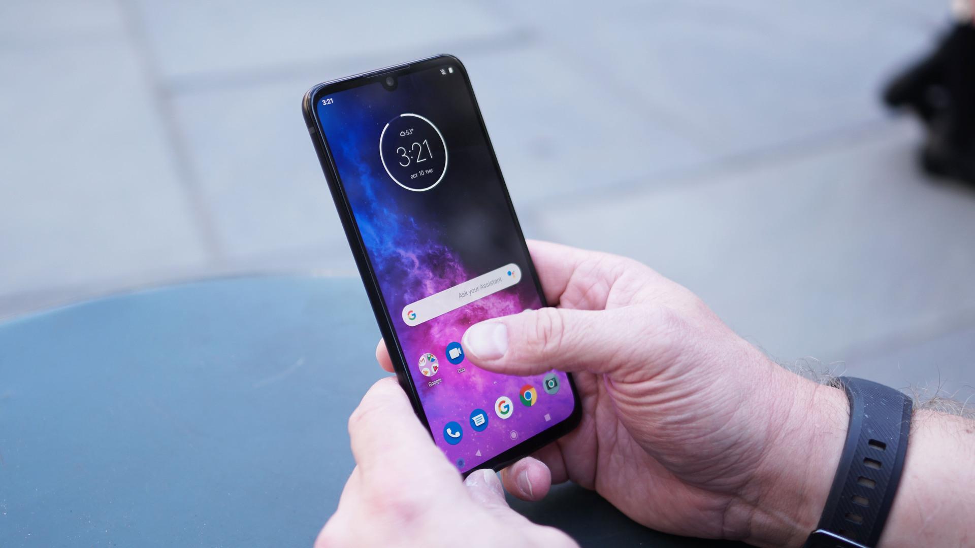 Motorola Moto One Zoom home screen in hand 2