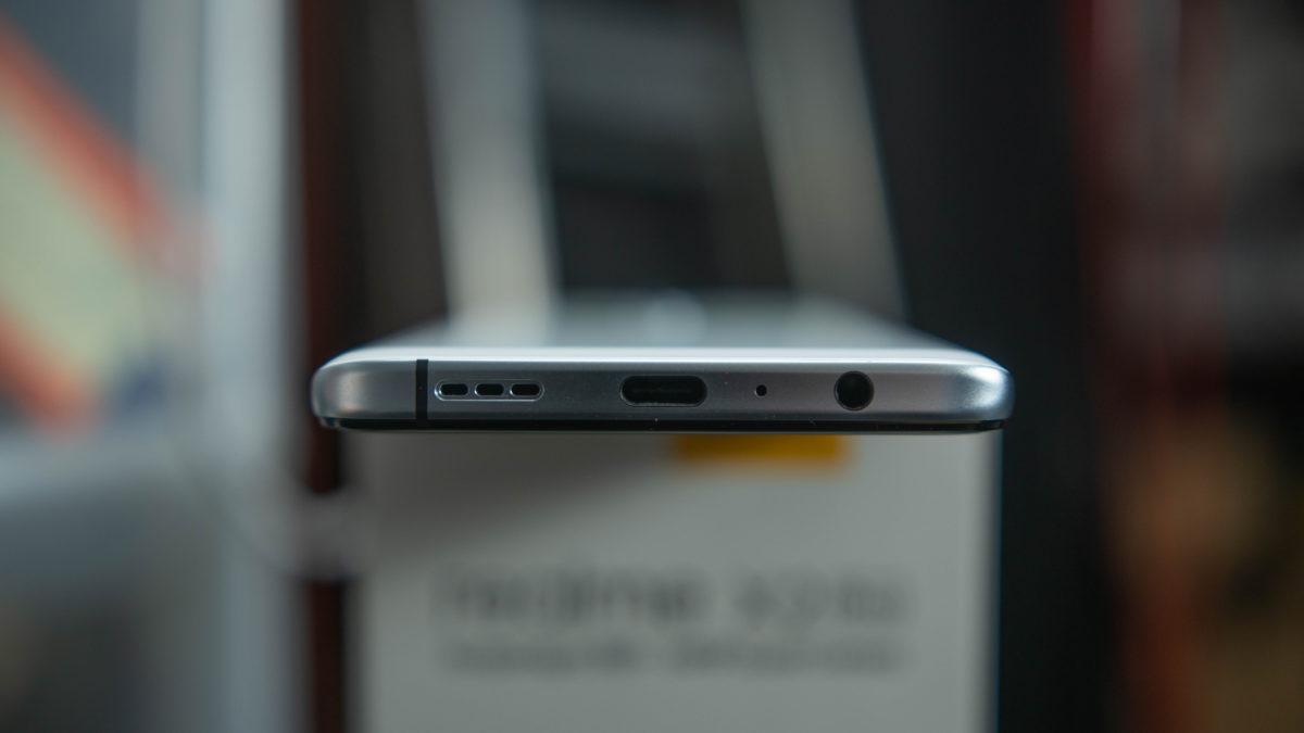 Realme X2 Pro bottom ports 1