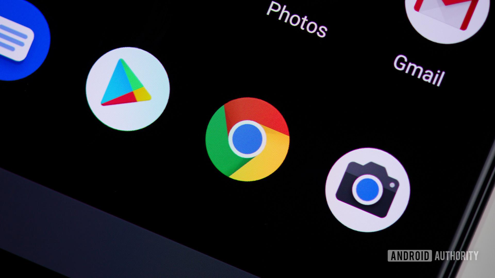Google Chrome icon on smartphone - Chrome 79 update bug