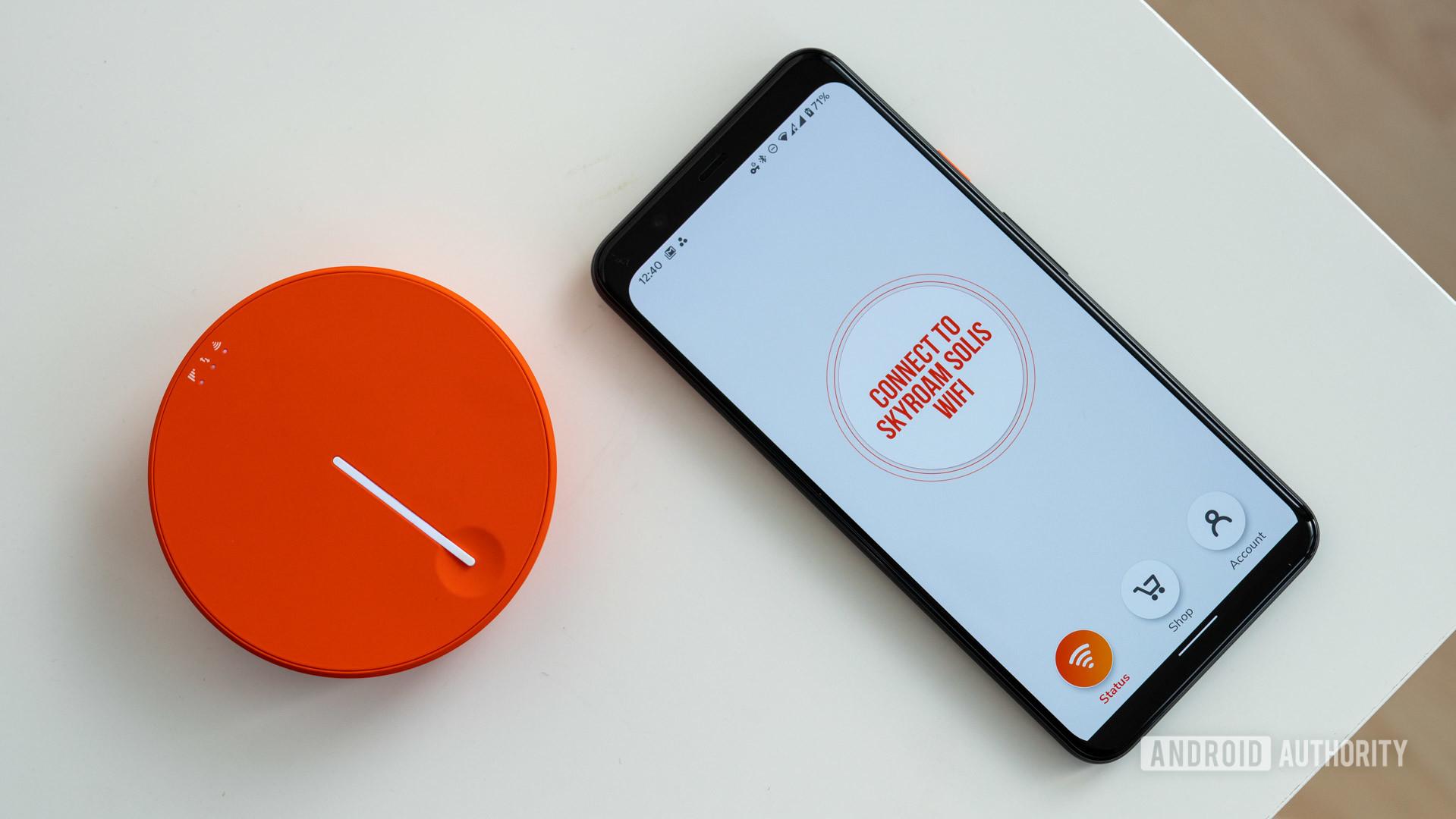 Skyroam Solis X top view with smartphone