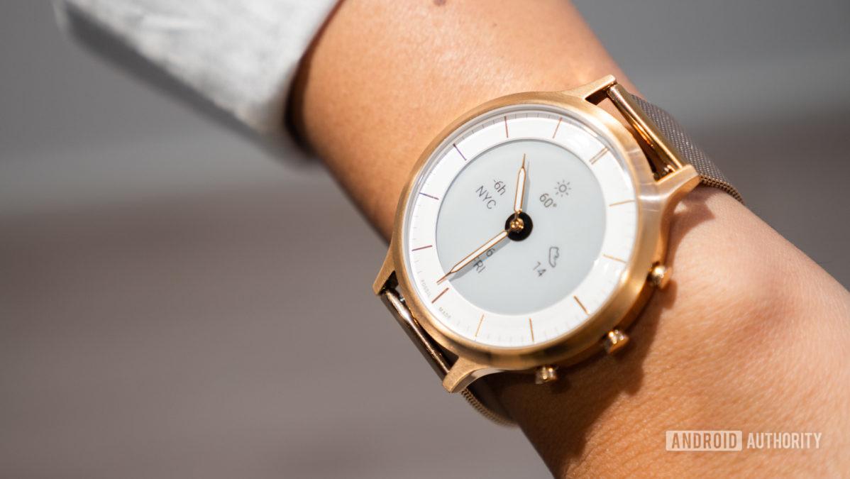 fossil hybrid hr collider hr smartwatch on wrist 4