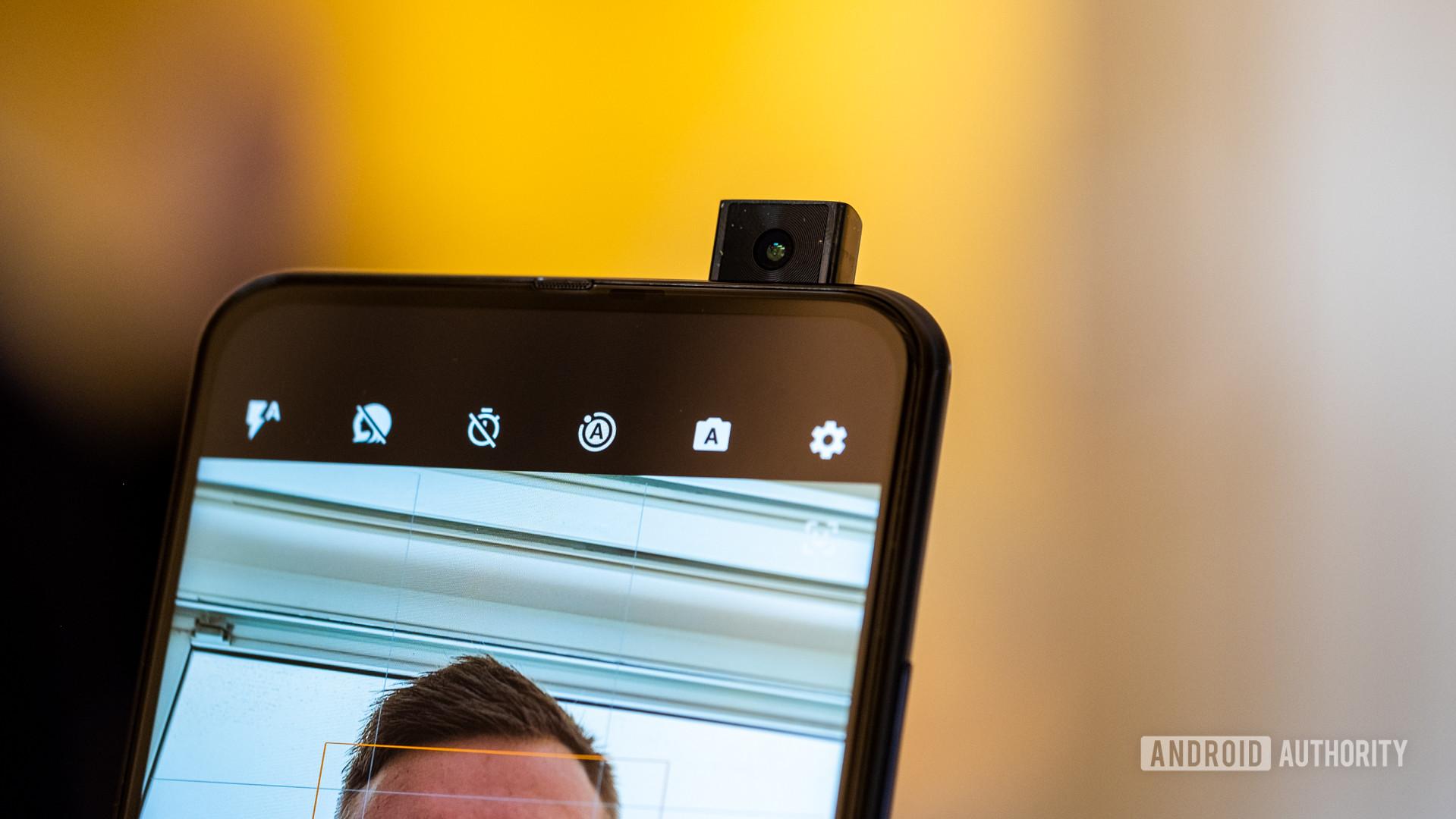 Motorola Moto One Hyper pop up selfie camera