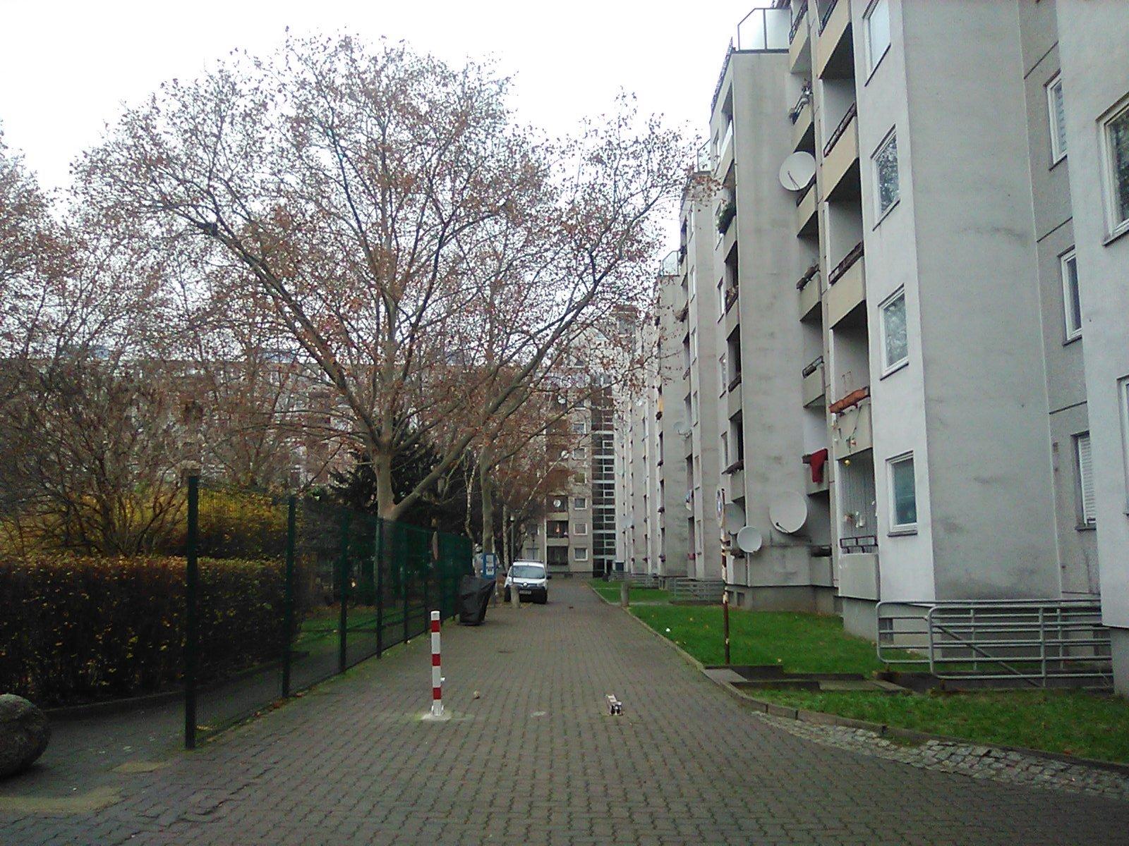 Nokia 800 Tough camera sample courtyard