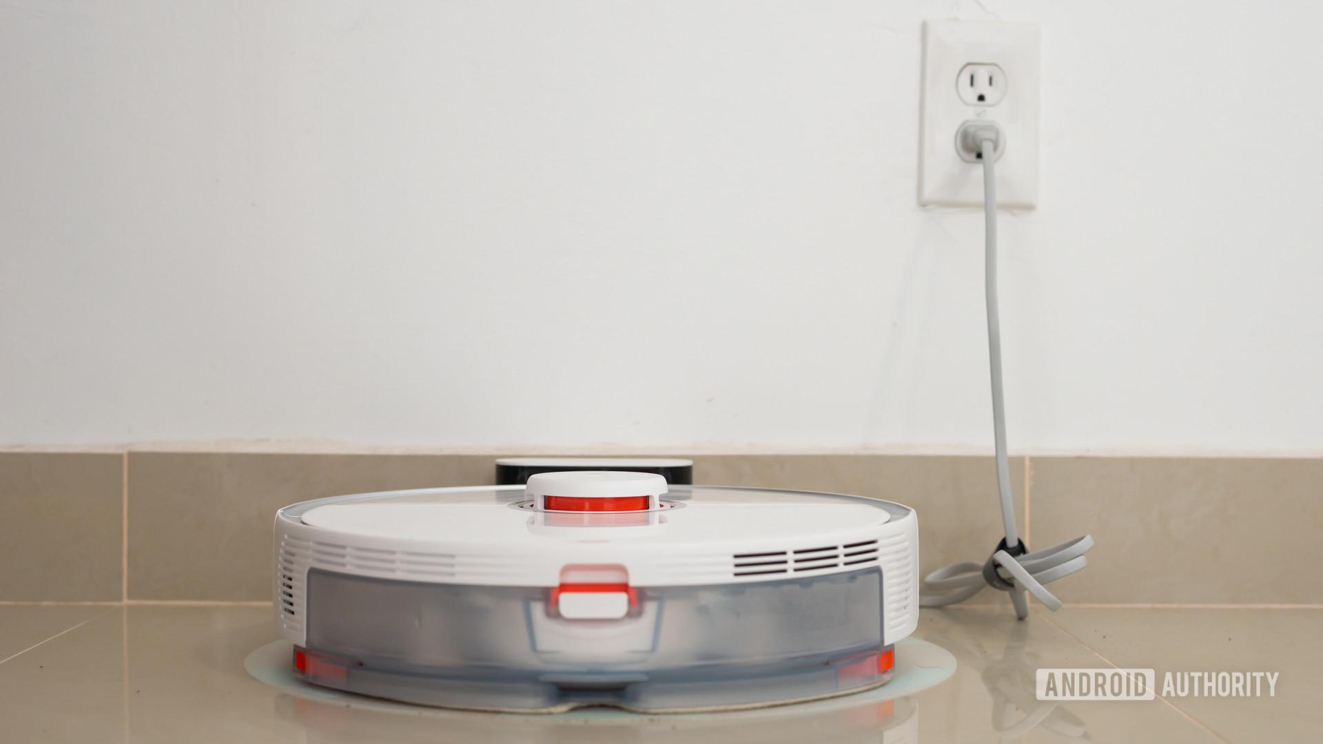 Roborock S5 Max robot vacuum charging 2