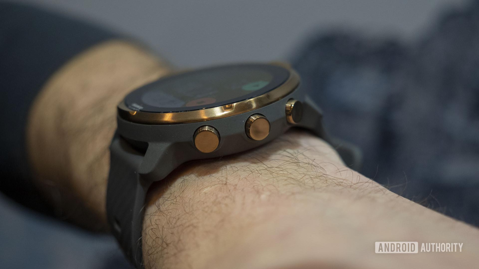 suunto 7 on wrist buttons