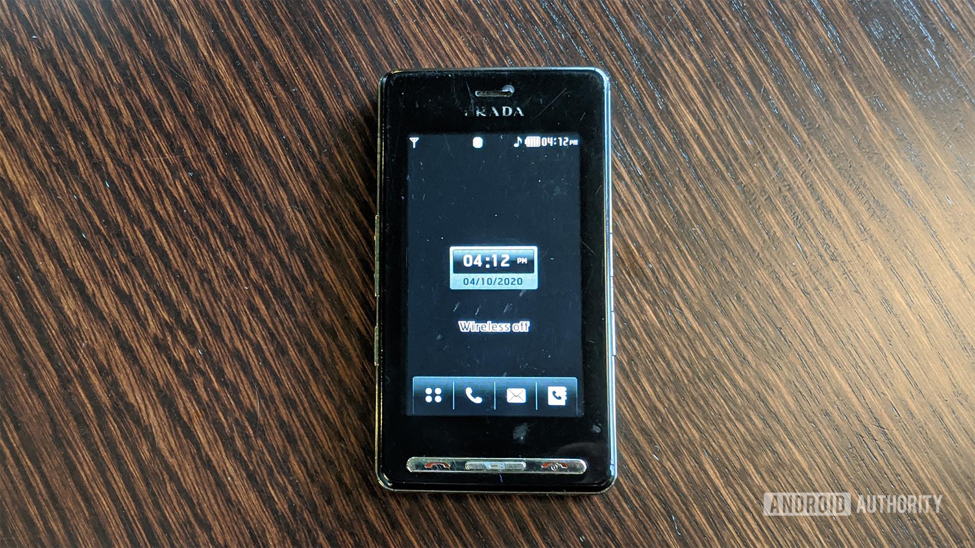 LG Prada KE850 Front On Table