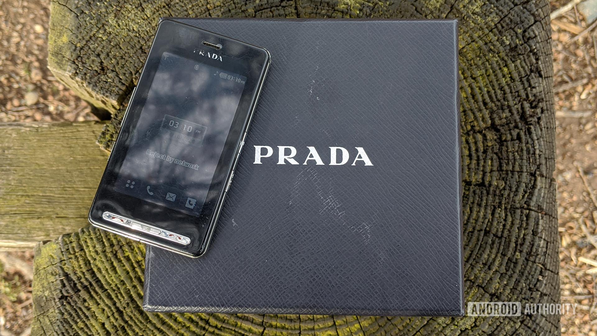LG Prada KE850 On Top Of Prada Box