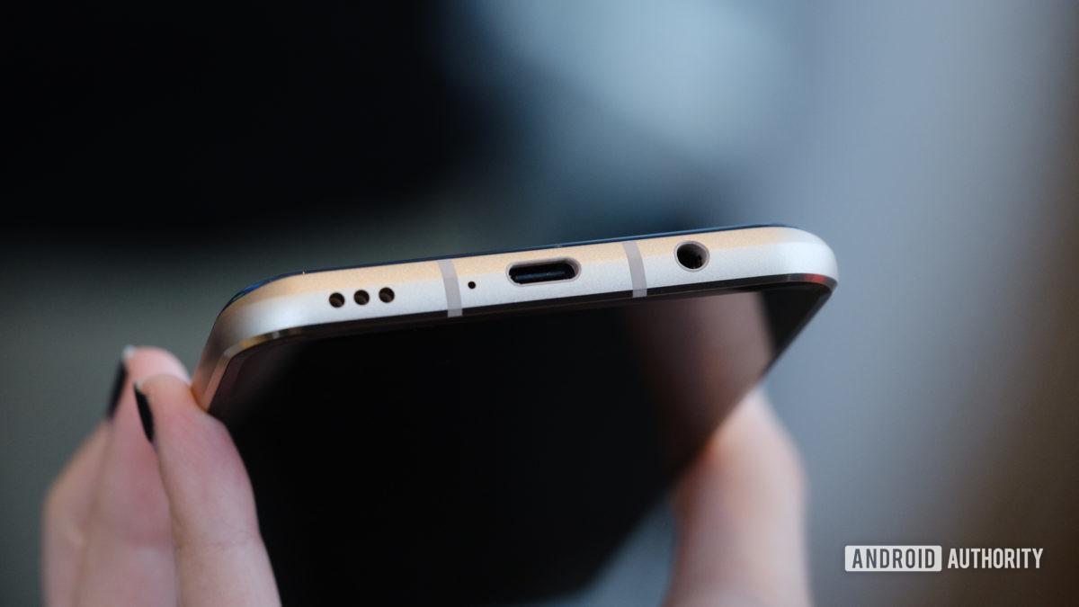 LG V60 ports macro 1