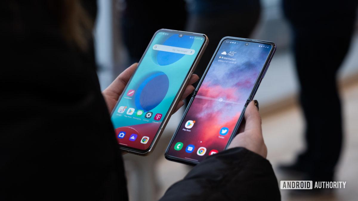 LG V60 vs Samsung Galaxy Z Flip in hand 1