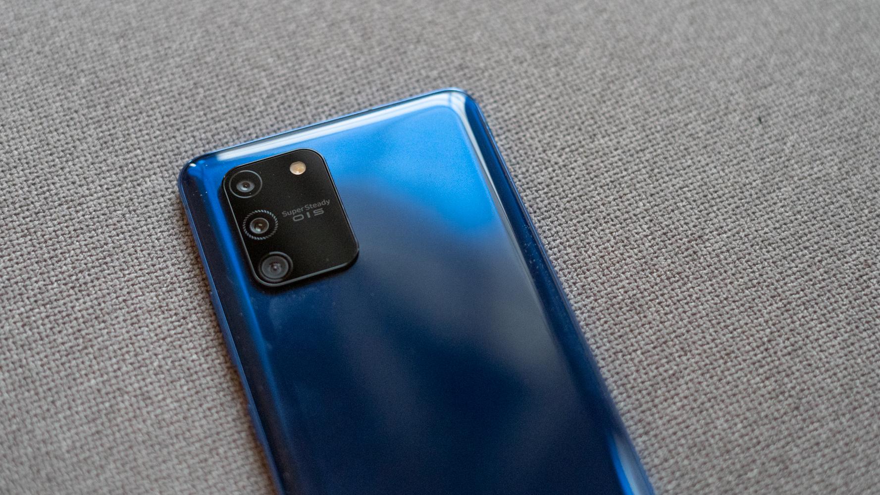 Samsung Galaxy S10 Lite camera module close up