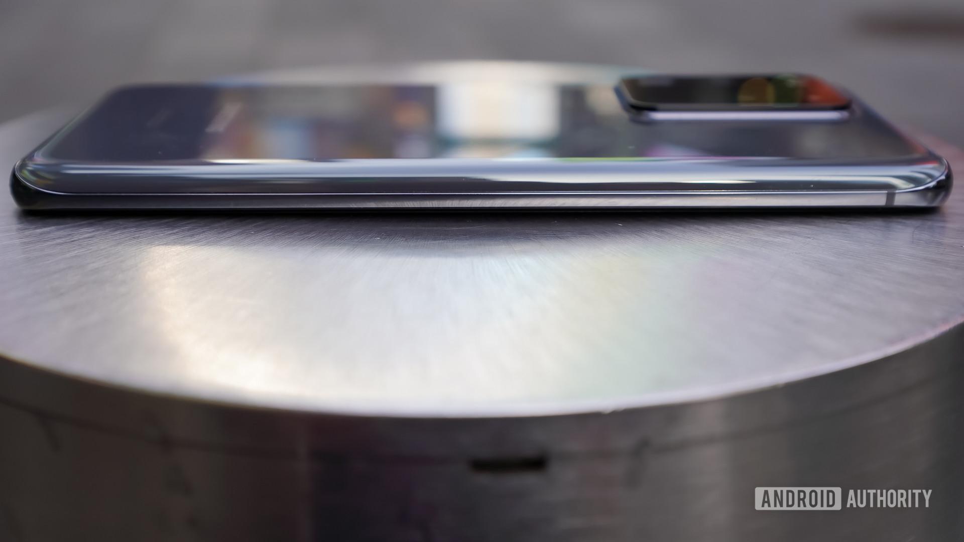 Samsung Galaxy S20 Ultra left edge 1