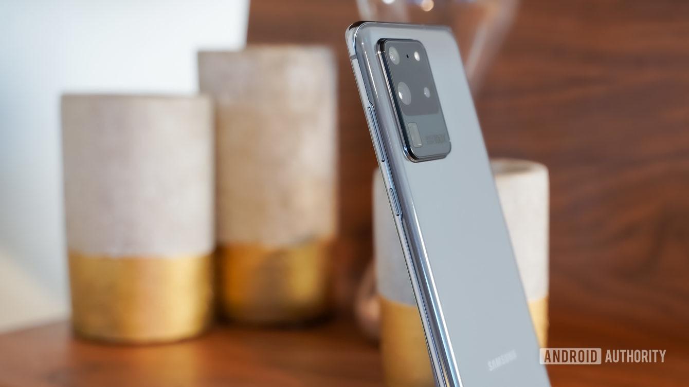 Samsung Galaxy S20 Ultra side profile