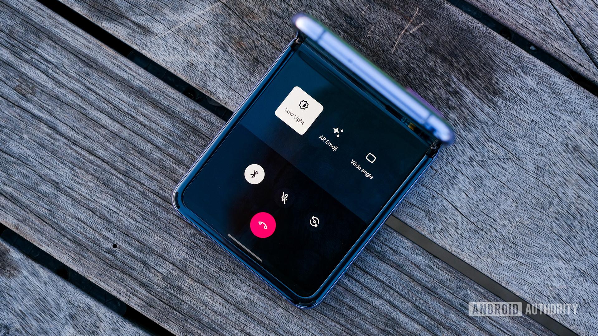 Samsung Galaxy Z Flip Duo call bottom half