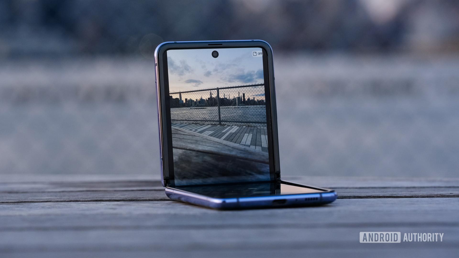 Image of article 'Galaxy Z Flip 5G specs leak suggests big chipset upgrade, little else'