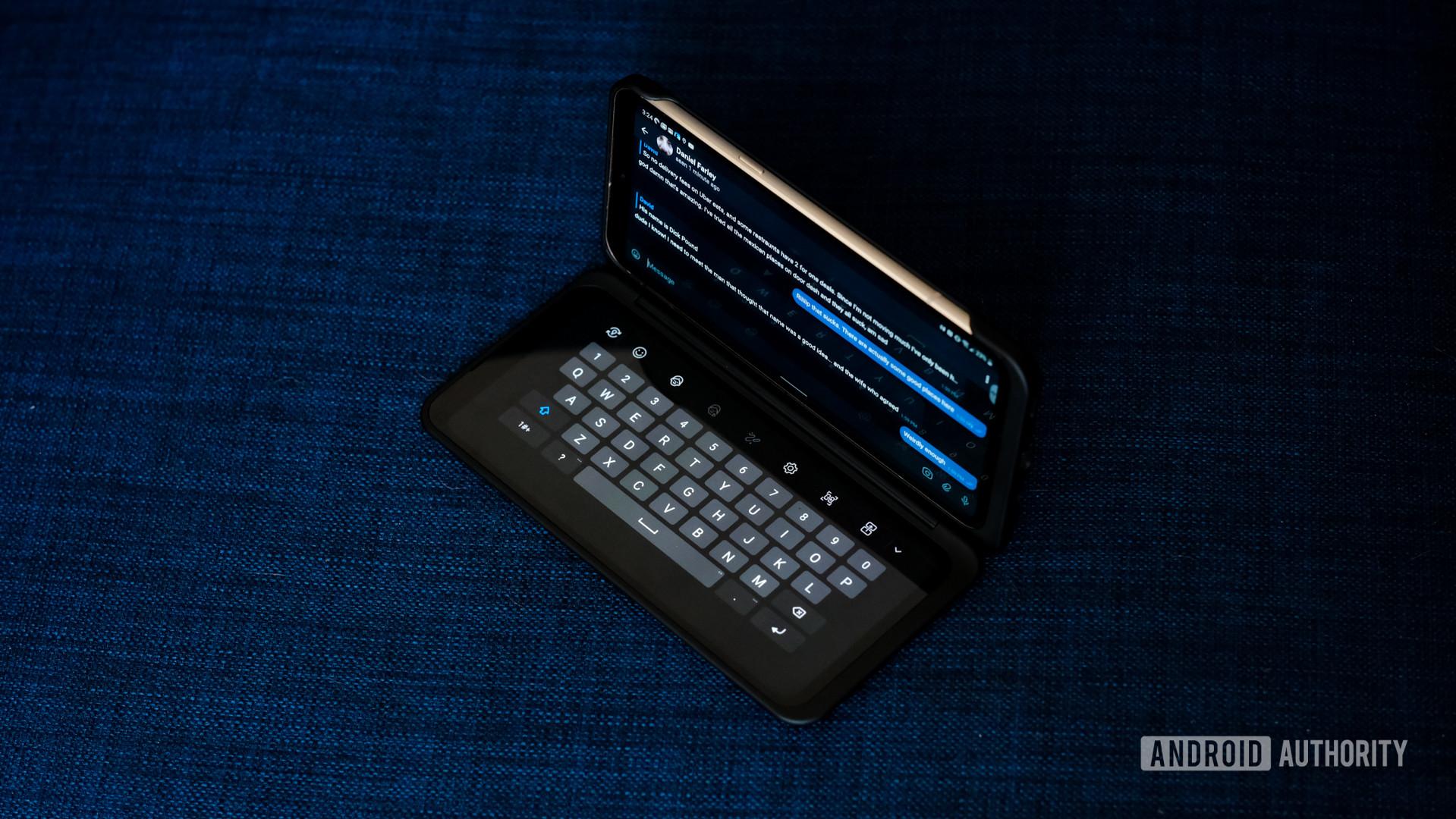 LG V60 dual screen keyboard mode 1