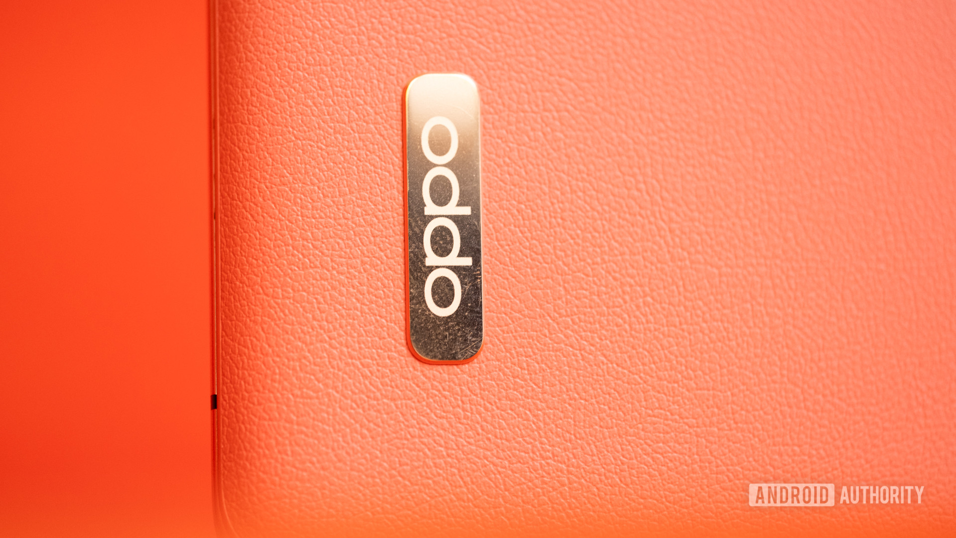 Oppo Find X2 Pro emblem macro