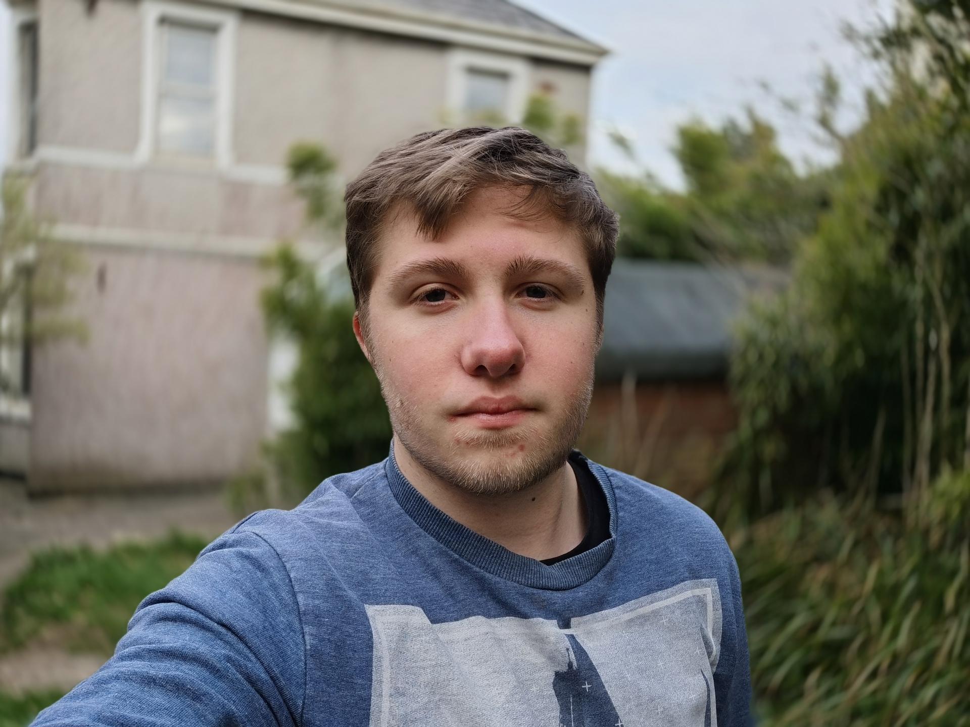 P40 Pro camera sample Portrait selfie swirl bokeh