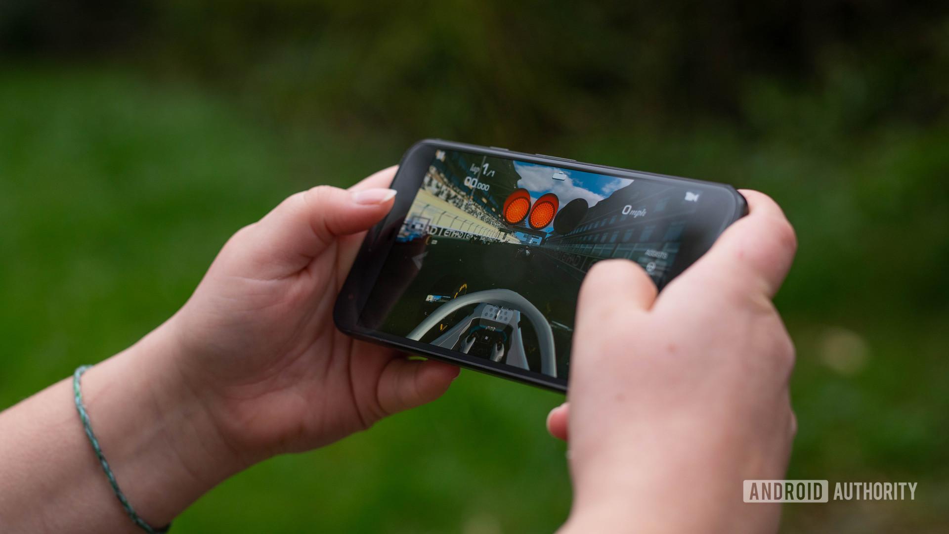 Pixel 1 Real Racing 3 gameplay