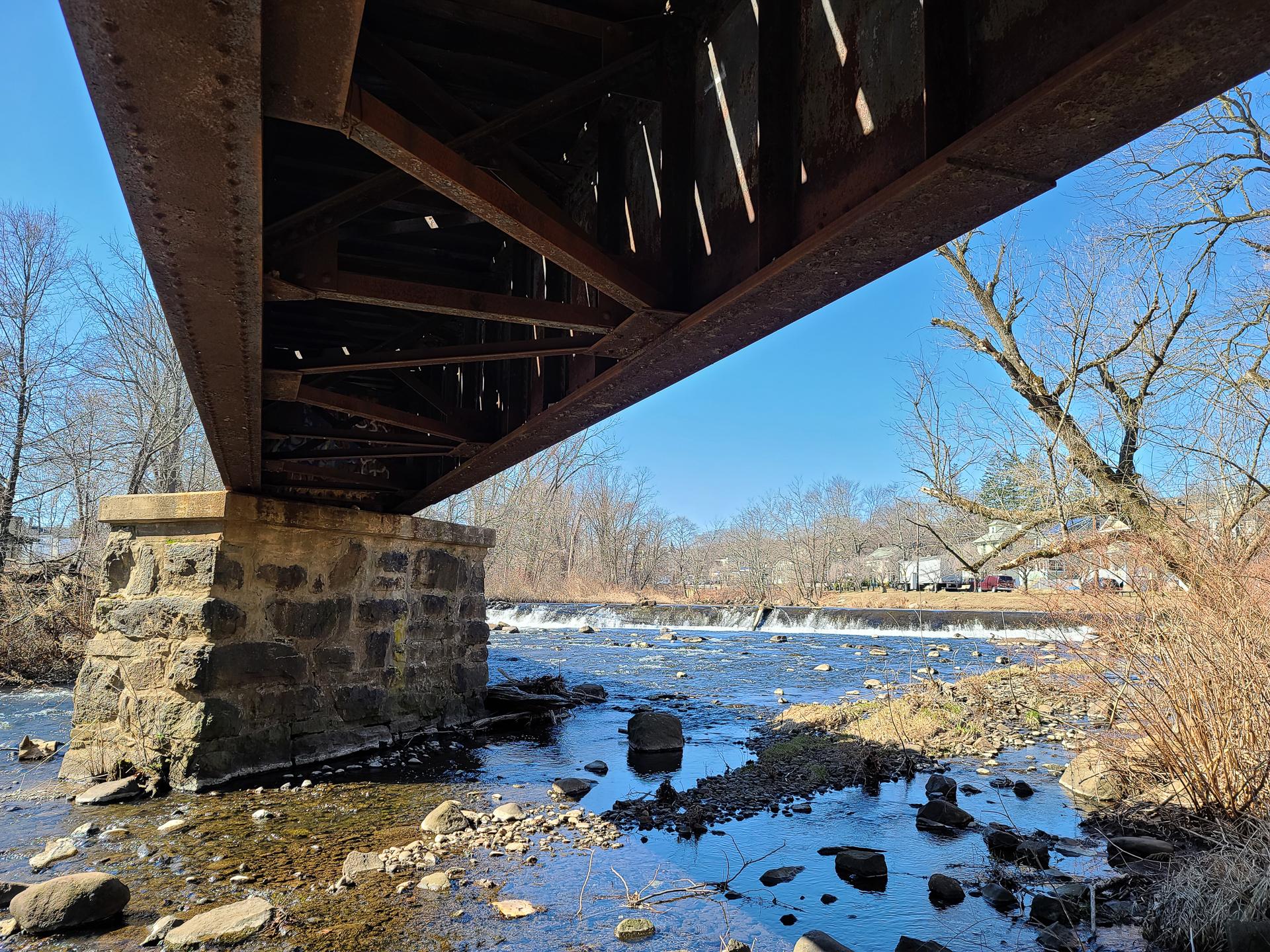 Samsung Galaxy S20 Ultra camera sample under the bridge