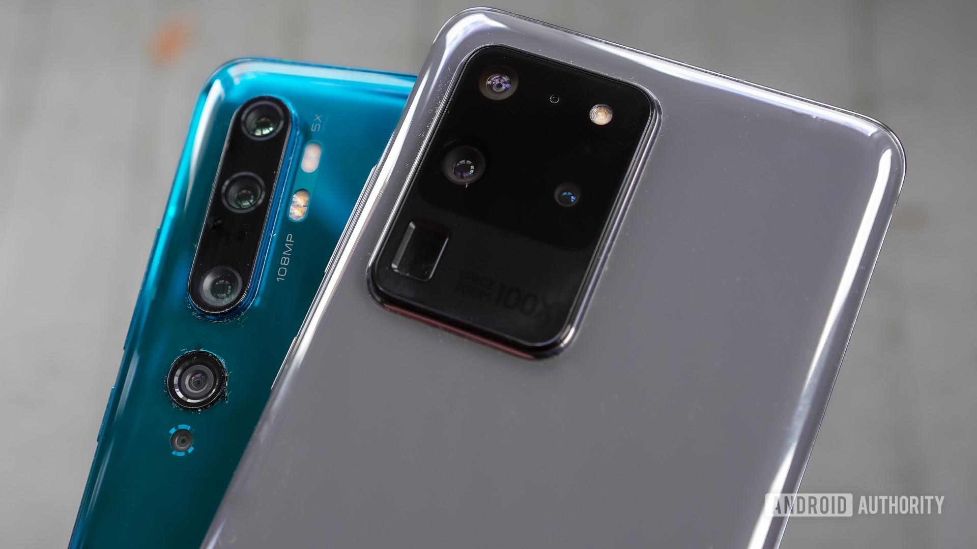 Samsung Galaxy S20 Ultra vs Xiaomi Mi Note 10 plain look