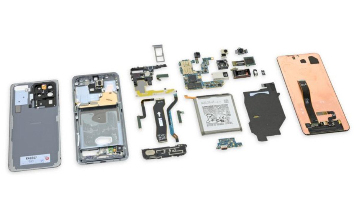 The Samsung Galaxy S20 Ultra teardown by iFixit.