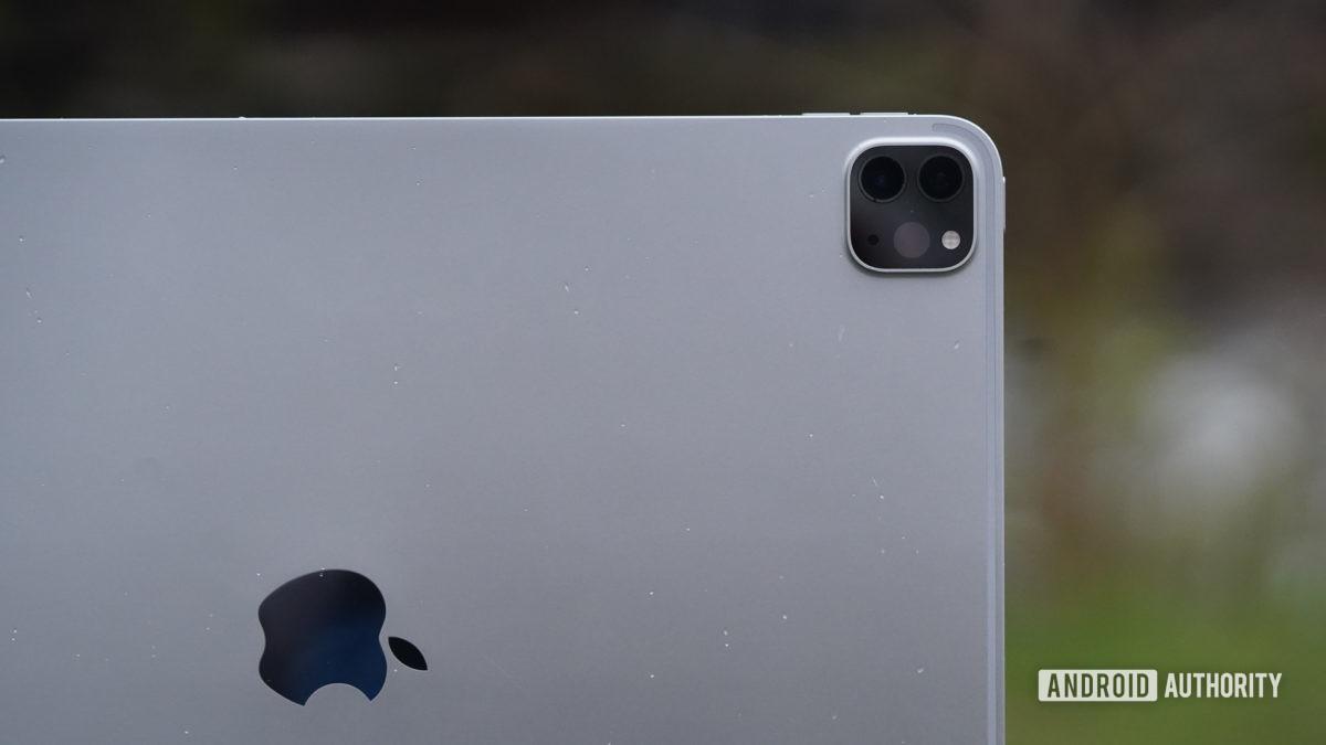 Apple iPad Pro 2020 logo and camera - Chromebook vs iPad