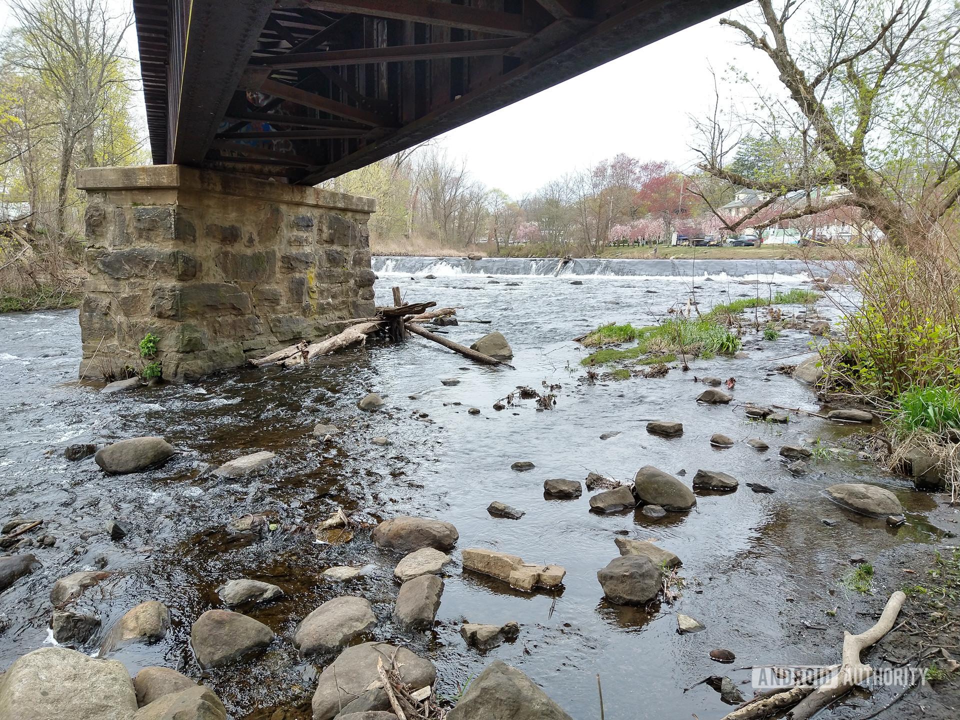 Moto G Stylus photo sample under the bridge