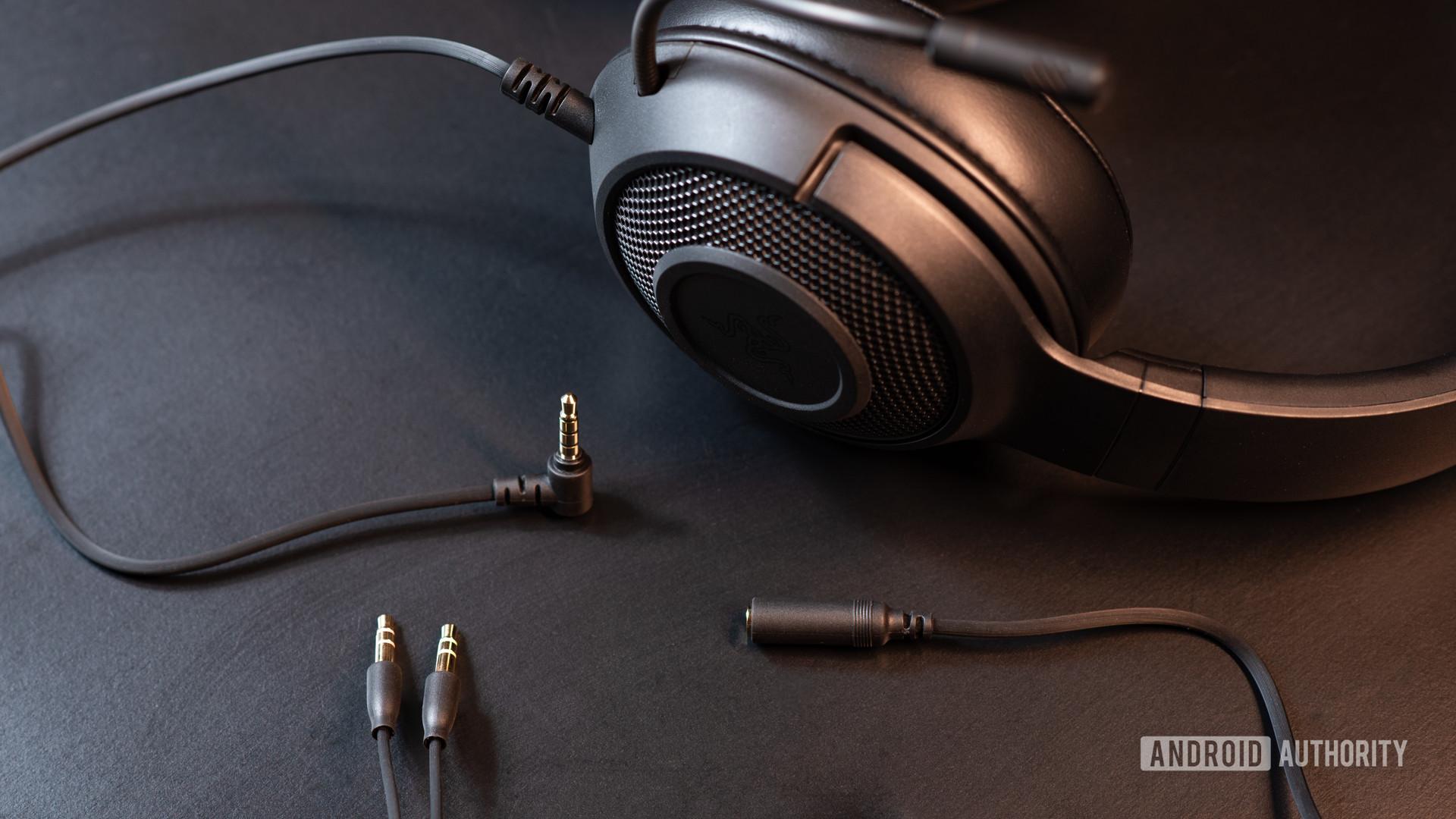 Изображение проводных кабелей игровой гарнитуры Razer Kraken X.