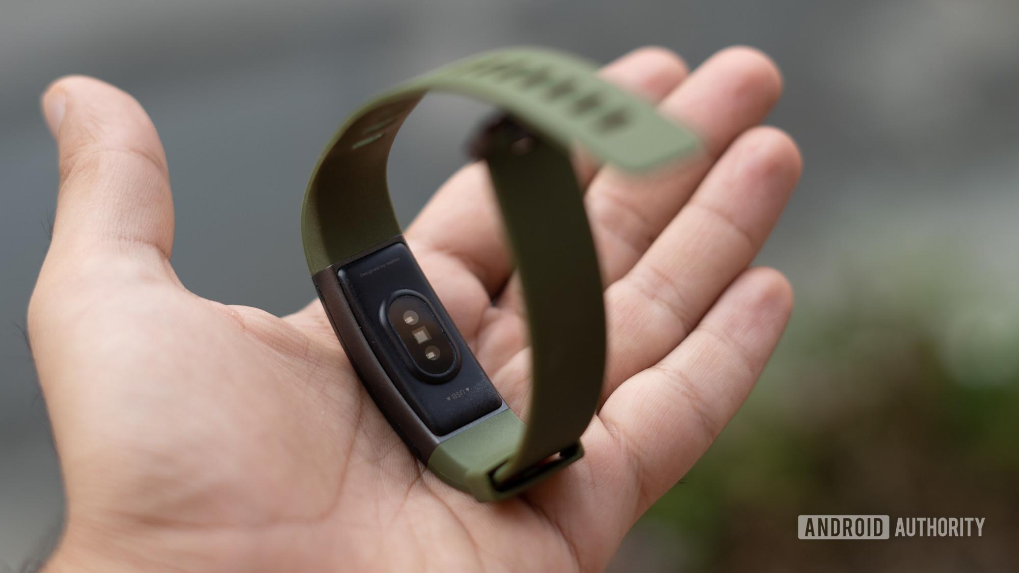Realme Band heart rate sensor and rear profile